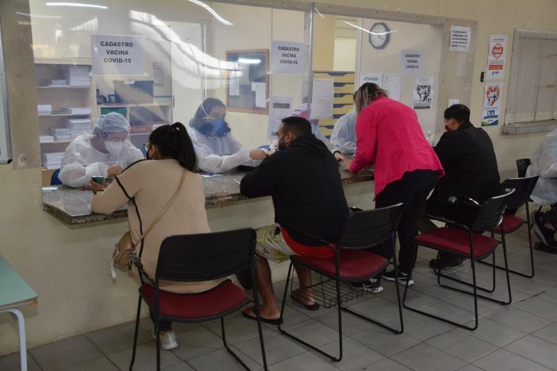 Além do drive-thru, no estacionamento do Ginásio Poliesportivo Celso Daniel, as 23 UBSs da cidade também promoveram o mutirão da vacinação